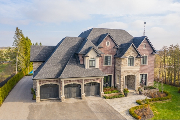 Custom 2-Storey Home on 1 Acre Gated Lot In Stouffville